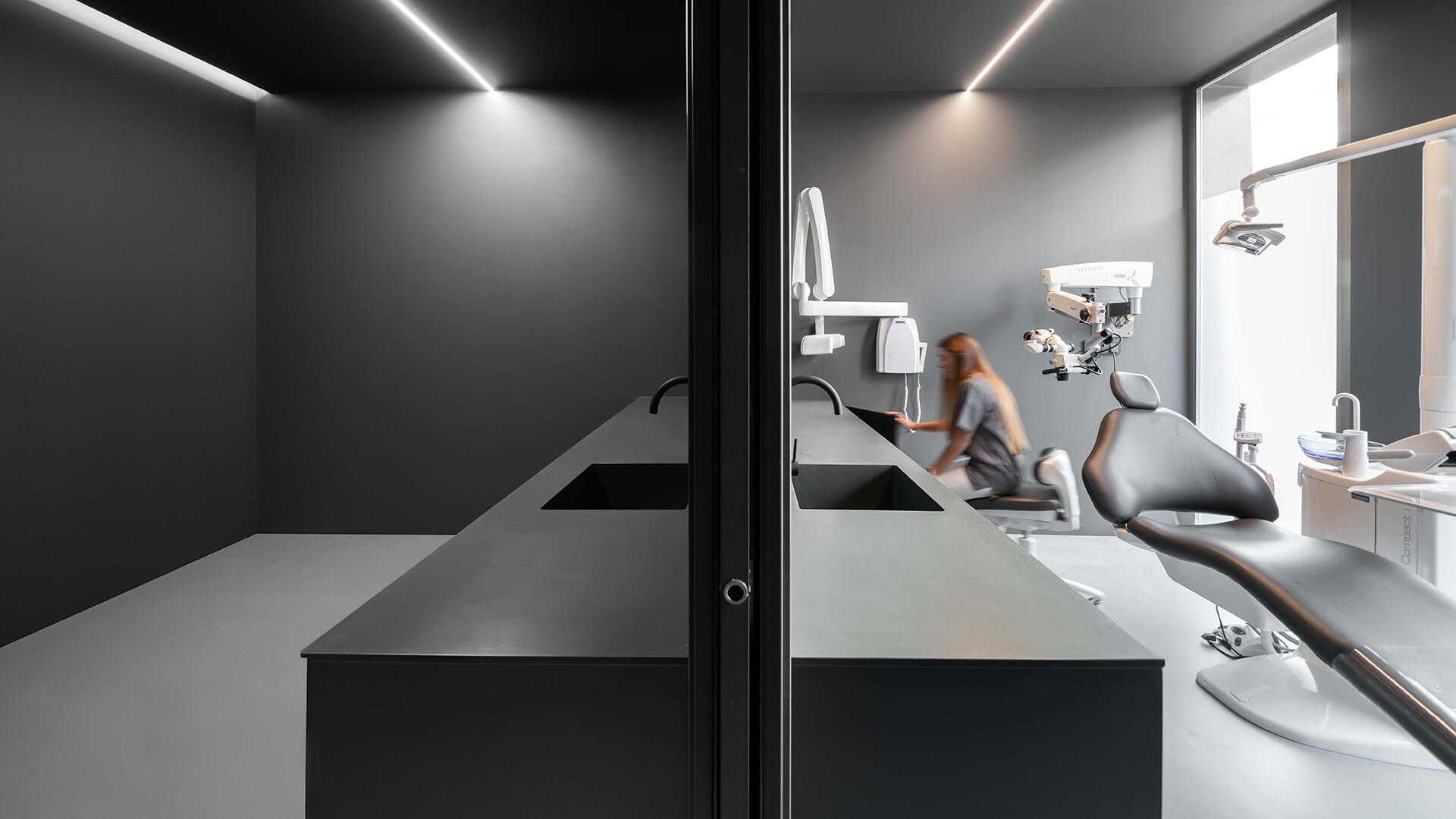 FRAME   A dental clinic makes an unlikely case for minimal design